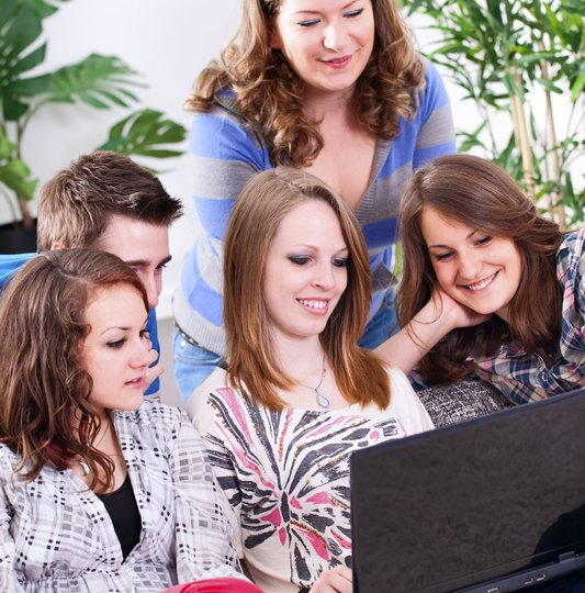 mom with kids on laptop